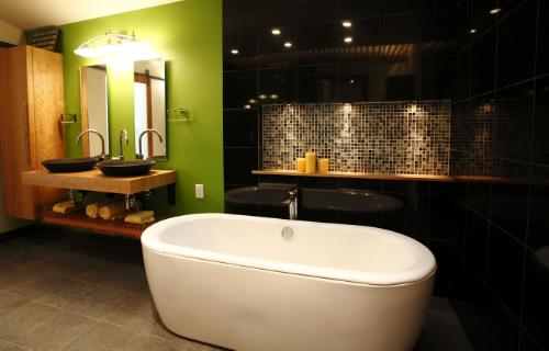 Toto Featured On Diy Network S Quot Bath Crashers Quot Usa Plumbing